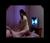 Eingecremter Penis bekommt umfangreiche Massage