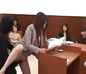 Avocate japonaise baisée pendant le jugement