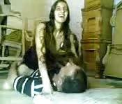 Une arabe qui aime monter de la bite