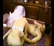Novios asiáticos se casan