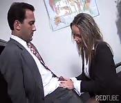 Napalona sekretarka zerżnięta w tyłek