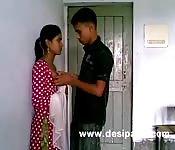 Una giovane coppia di indiani arrapati