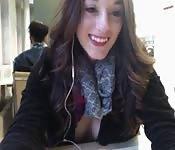 Geil college meisje in een openbare bibliotheek