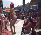 Une mexicaine qui sait bouger son cul
