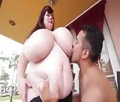 Sexo com peitos enormes