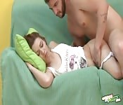 Une baise intense pour la femme qui dort