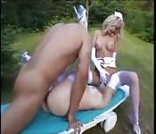 Zwei Blondinen in einem scharfen Sexzug