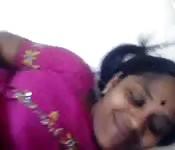 Des sourires satisfaits pour cette tante indienne