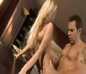 Poniendo los cuernos mientras su mujer lo engaña