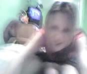 Sexy vriendin zuigt aan pik