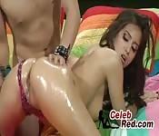 Une jeune nana se fait baiser brutalement dans sachambre