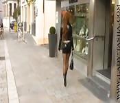 Die rothaarige auf der Straße