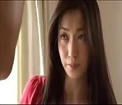 Uma sexy empregada japonesa