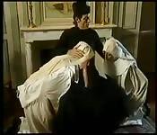Trio in het klooster inclusief fisten
