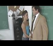 Girl fickt Lehrer gegen die Wand