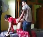 Follándose a su mujer a cuatro patas
