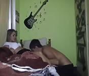 Un couple baisant à la maison 4