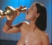 Anale seks na een melk bad