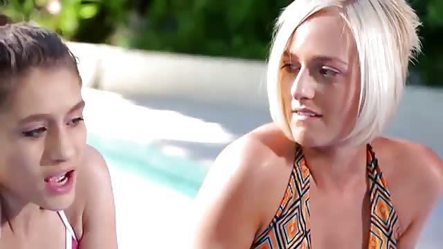 Lesbische hotties neuken aan het zwembad