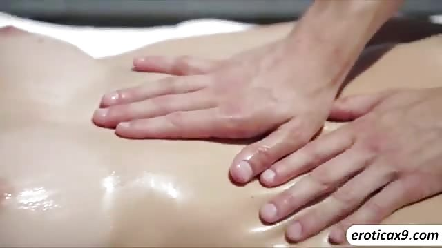 Massage en neukpartij in de zon