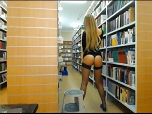 koppels Masturberen in de bilbliotheek
