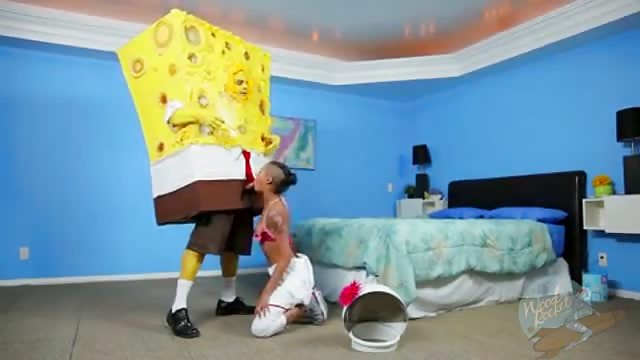 De slet Diamond Skin zuigt SpongeBob