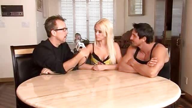 Interviewen en neuken met een blonde slet