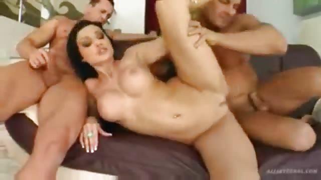 Indrukwekkende Aletta  neukt met twee mannen