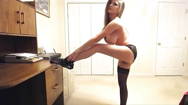 Pikna Cam Girl Robi Striptiz - Kolopornocom-9675