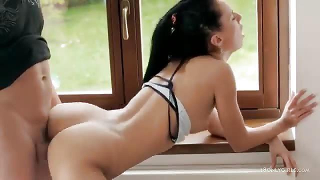 Heerlijk neuken bij het raam