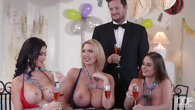 Teen sesso su divano