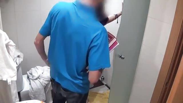 Una maiala spagnola seduce l'idraulico