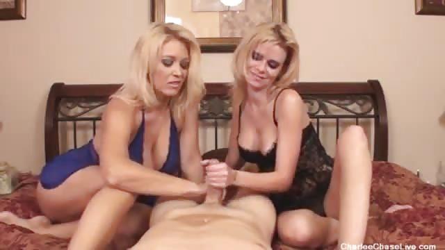 Deux blondes vous branlent la bite