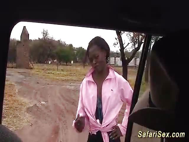 Negra Africana Chupando O Pau Branco Do Turista -3546