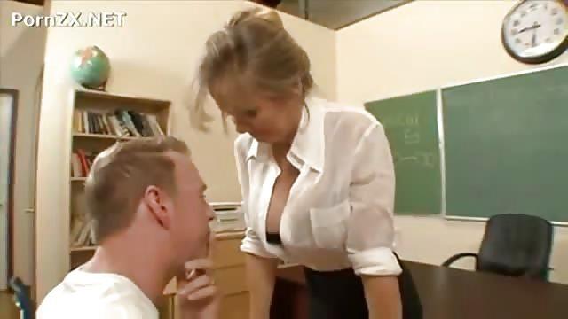 Casual Teen Sex - Sofy Torn - Teen seduce a su tutor de la universidad