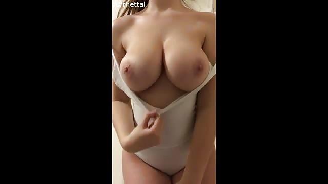 merideth zeigt titten auf der ansicht
