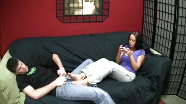Consiente el fetiche de pies de su novio