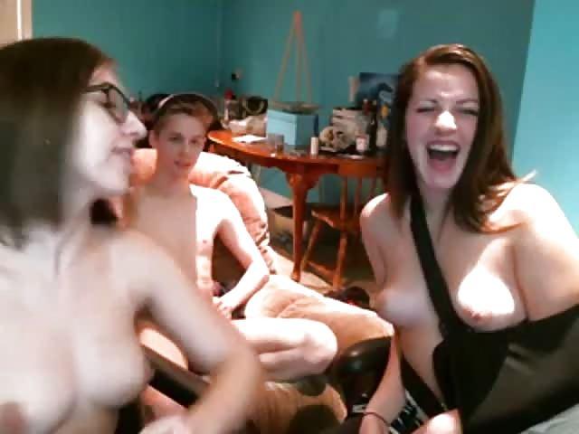 nastolatki uprawiają seks przed kamerą faceci oszukali do seksu gejowskiego