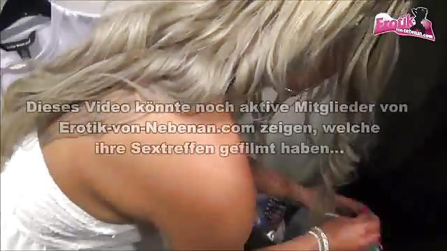 Deutsche Blondine Umkleidekabine