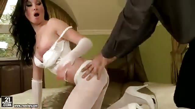 facial Brunette met visnet kousen anaal