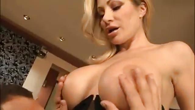 Italienne sexy baisée par derrière