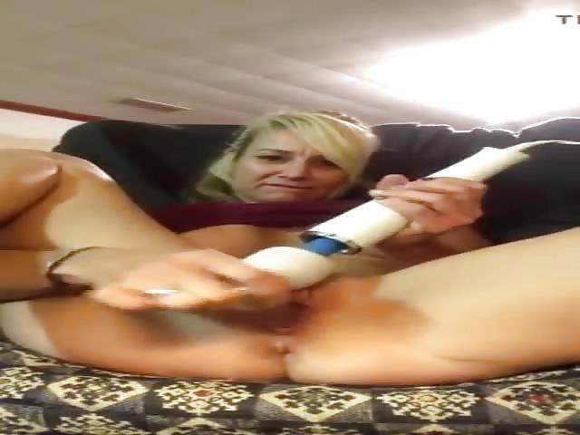 Squirting orgasm on a public bus - BUBBAPORN.COM