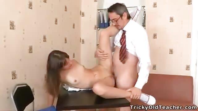 Profesor pervertido con alumna - 1 8