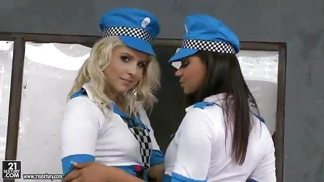 sexe policier en uniforme Vidos Porno - TvSexe