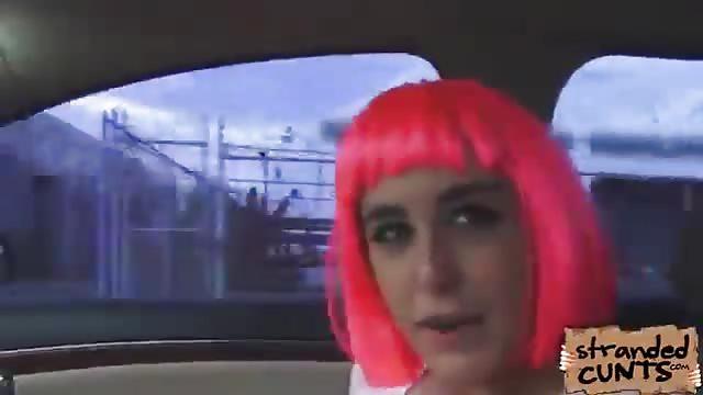 Follada POV con una gatita de pelo rosa - Servipornocom