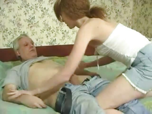 Chica adolescente lamida y follada por un hombre mayor 8