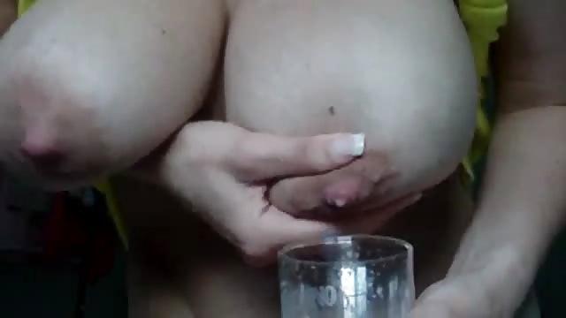 Morena preciosa masturbando a su hombre - 2 part 1