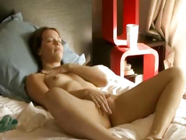 Девушка мастурбирует с утра пораньше