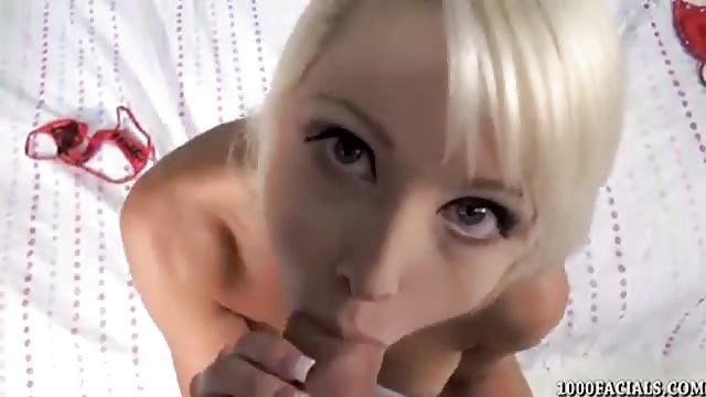 Aziatische vrouw geeft een geweldige pijpbeurt
