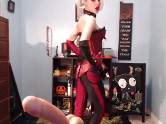 SteamPunk cam girl speelt